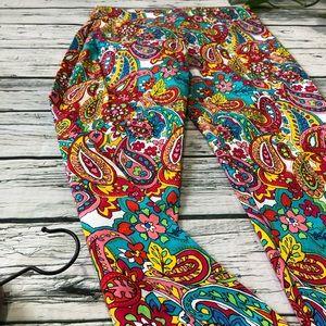 ATTYRE Petitte capris Size 4P paisley multicolor
